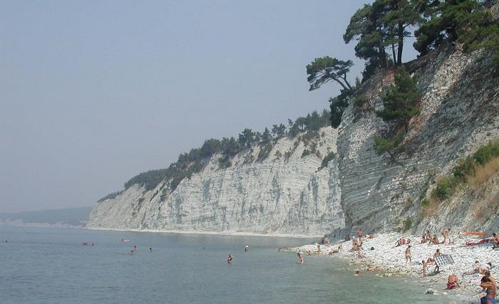 Автокемпинг Голубая бездна - дикие пляжи