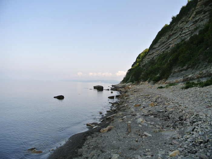 дикий пляж Новомихайловска